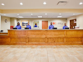 Fort Jackson Directory - IHG Army Hotels Holiday Inn Express Fort Jackson Inn photo number 1